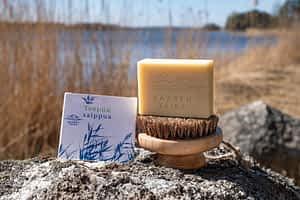 Vegaaninen ja luonnollinen Teepuusaippua on antibakteerinen ja suunniteltu ongelmaisen ihon päivittäiseen pesuun.